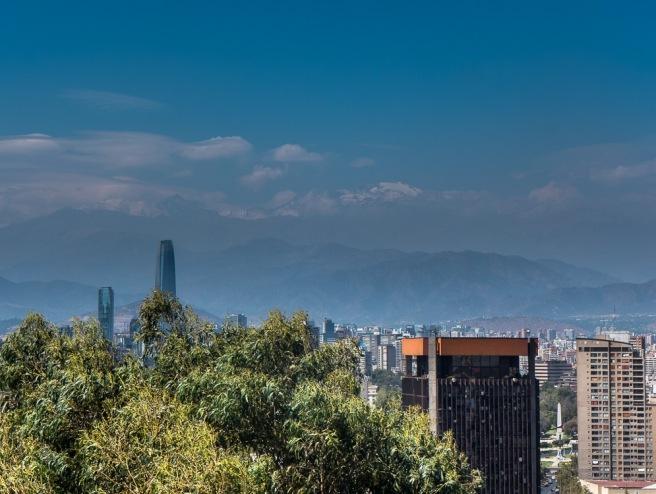 I bakgrunnen skimtes de snedekkete toppene i Andesfjellene
